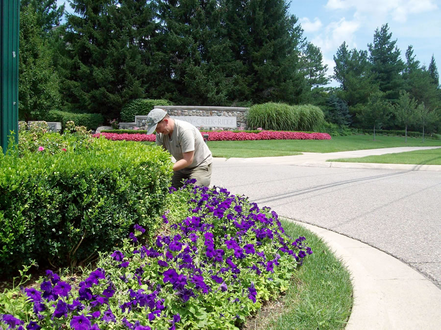 Oakland County Landscape Maintenance Commercial and Residential