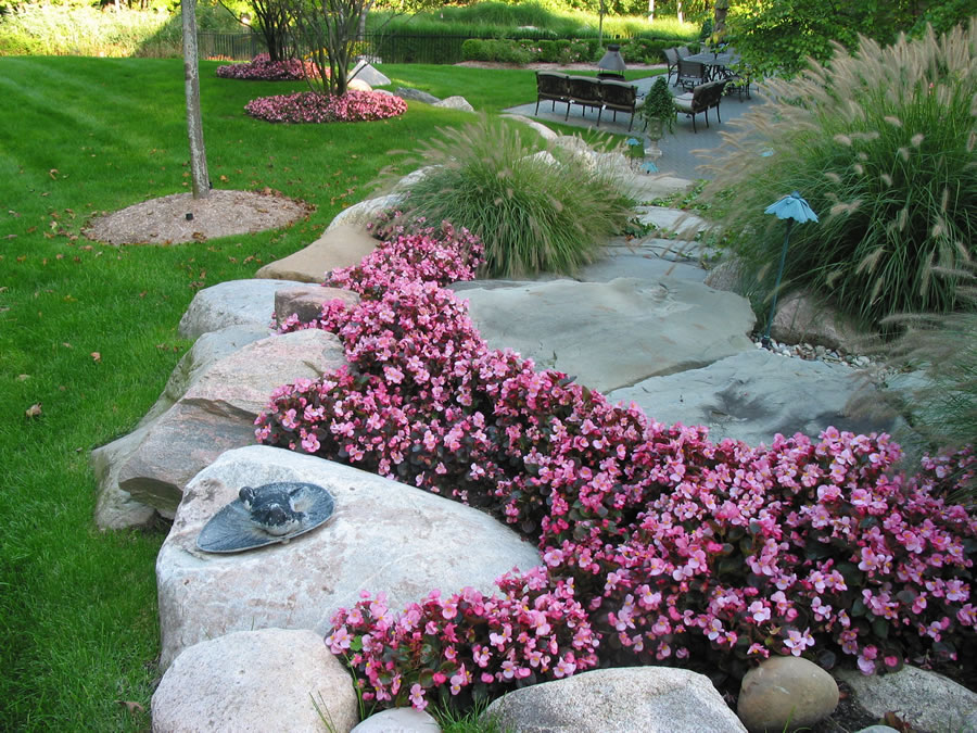 Landscaping in oakland county and the metro detroit area for The garden maintenance company